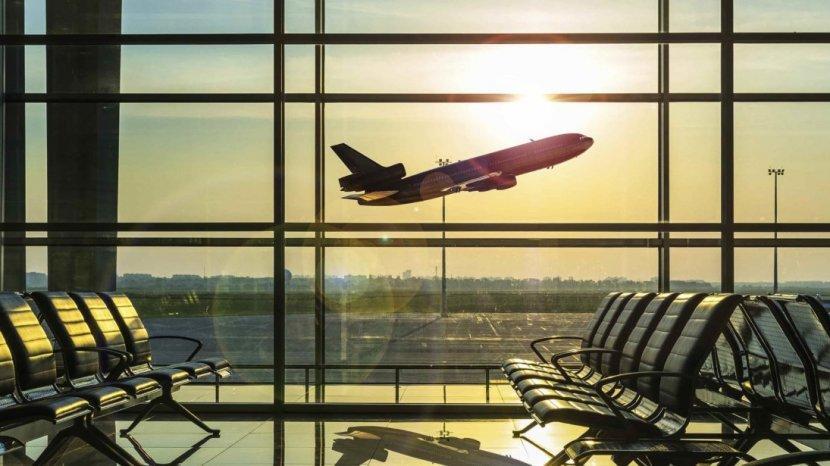 Pesawat-terbang-di-bandara.jpg