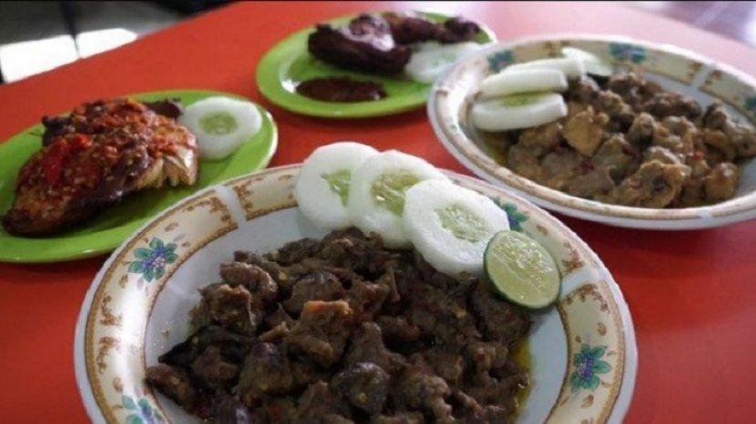 kuliner-khas-sulsel-nasu-palekko-bahan-baku-dari-bebek-atau-itik.jpg