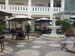 suasana-garden-lounge-dari-ramayana-hotel-2.jpg