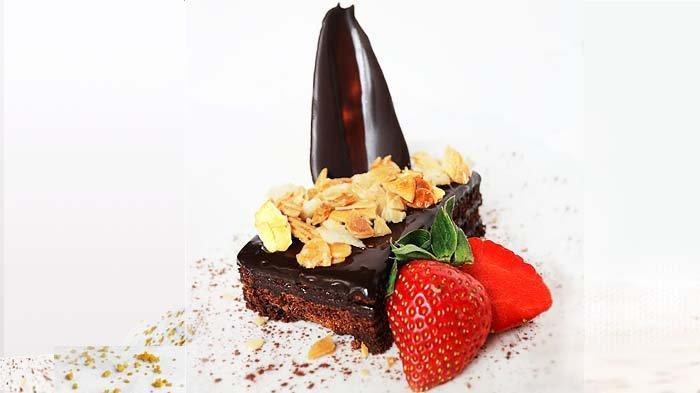 Santika Premier Bintaro Tawarkan Sam's Fudge Cake yang Pekat bagi Pencinta Cokelat