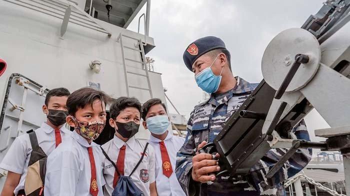 Wow, Ternyata Kolinlamil Terbuka untuk Wisata Edukasi Kapal Perang lho