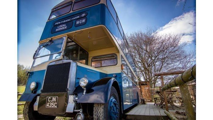 Bus Tua di Wales Berubah Menjadi Penginapan Unik