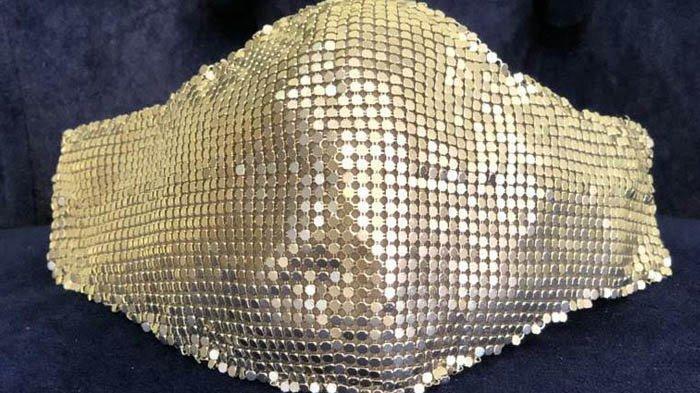 Lady Gaga Pakai Masker Buatan Indonesia