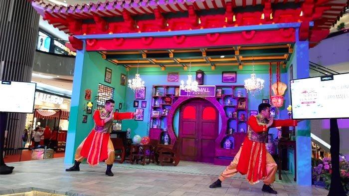 Dekorasi Mei hwa dan Midnight Sale di Lippo Malls Untuk Sambut Imlek