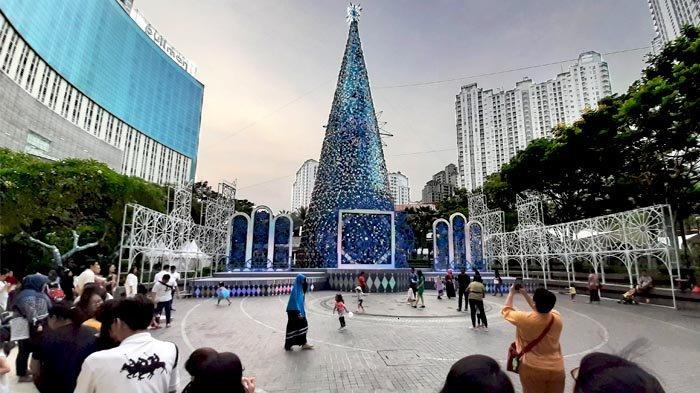 Bila ke Jakarta, Jangan Lupa Selfie di depan Bersama Pohon Natal Setinggi 38 Meter di Mal Ini