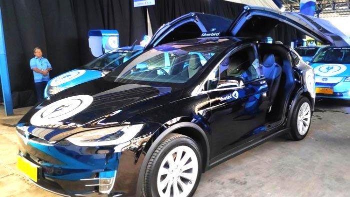 Bandara Soekarno Hatta Tawarkan Pengalaman Naik Mobil Listrik Tesla Model X