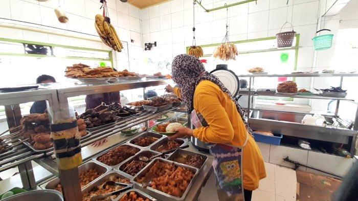 Warmo, Warteg Terlegendaris di Jakarta dengan 40 jenis Lauk dan Seliter Teh Tawar